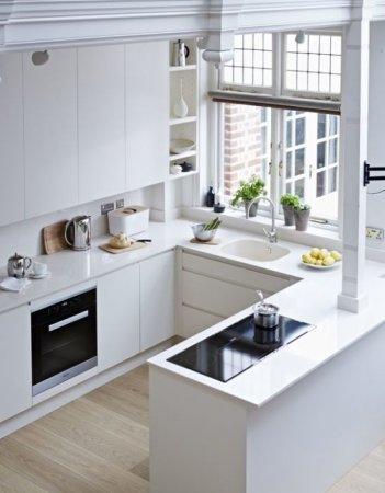 Кухонная мойка у окна: стоит ли организовывать перенос раковины