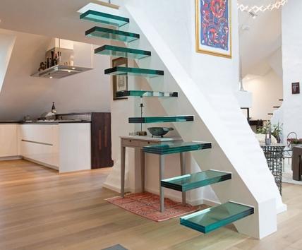 Лестницы из стекла в интерьере квартиры