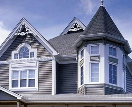 Облицовка дома с помощью горизонтального винилового сайдинга