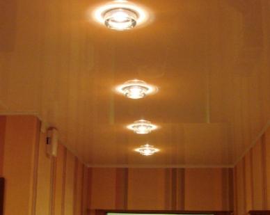 Отделываем потолок в коридоре