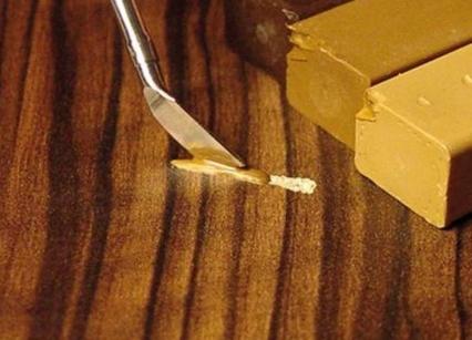 Топ-6 способов убрать царапины с мебели подручными средствами