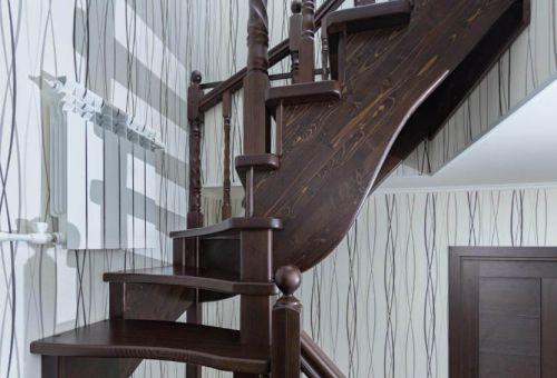 Как заказать лестницу для загородного дома