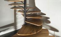 Лестницы с использованием центральной стойки