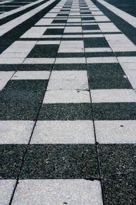 Какая тротуарная плитка лучше: вибропрессованная или вибролитая?