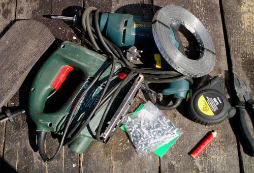 Необходимый инструмент и материал для изготовления садовой клумбы(фото)