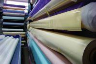 Различия и характеристики ПВХ пленки для натяжных потолочных конструкций