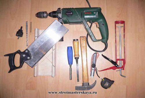 Необходимый инструмент для монтажа дверного полотна (фото)