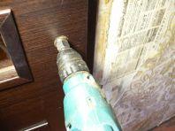Высверливаем отверстие в двери под ручку(фото)
