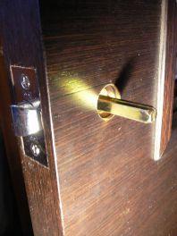 Установка дверной ручки (фото)