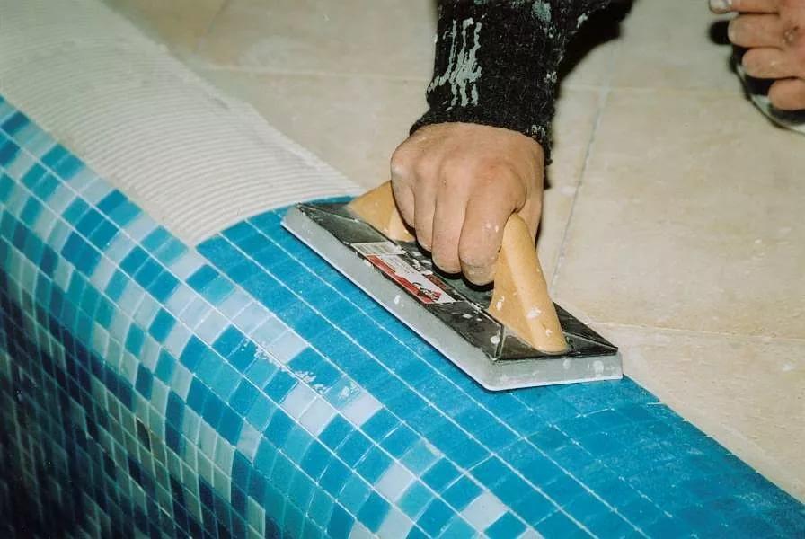 Как клеить мозаичную плитку