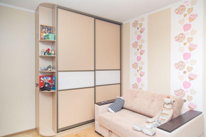 Встроенная мебель детской комнаты