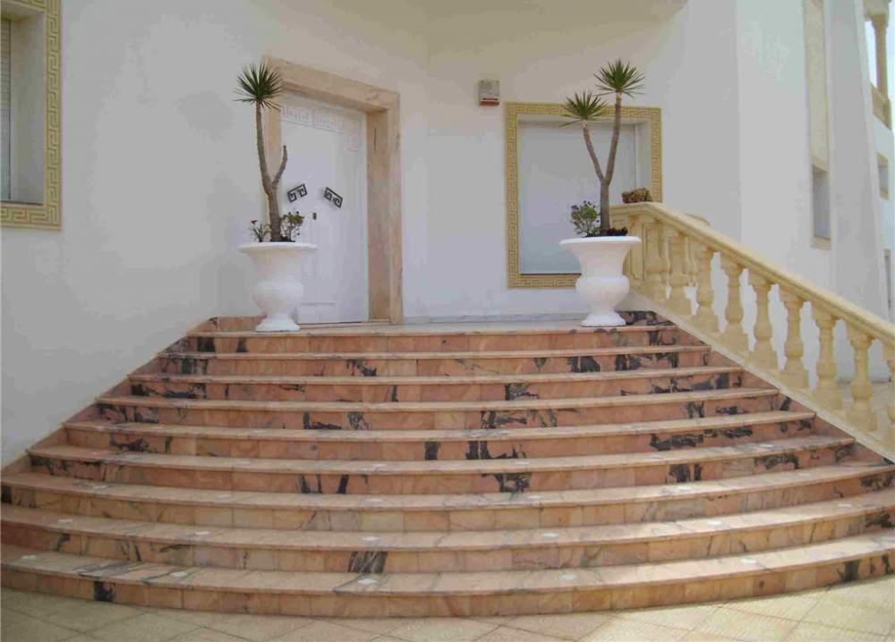 Лестничные ступени из природного камня
